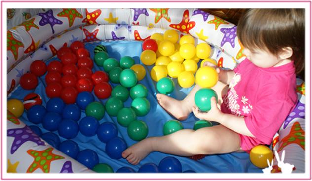 сухой бассейн с шариками для детей фото